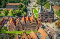 Lübecker Holstentor von oben